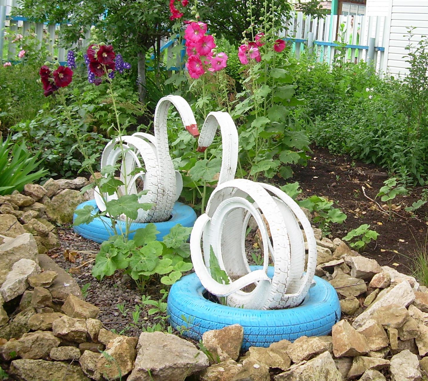 Чем украсить садовый участок своими руками фото